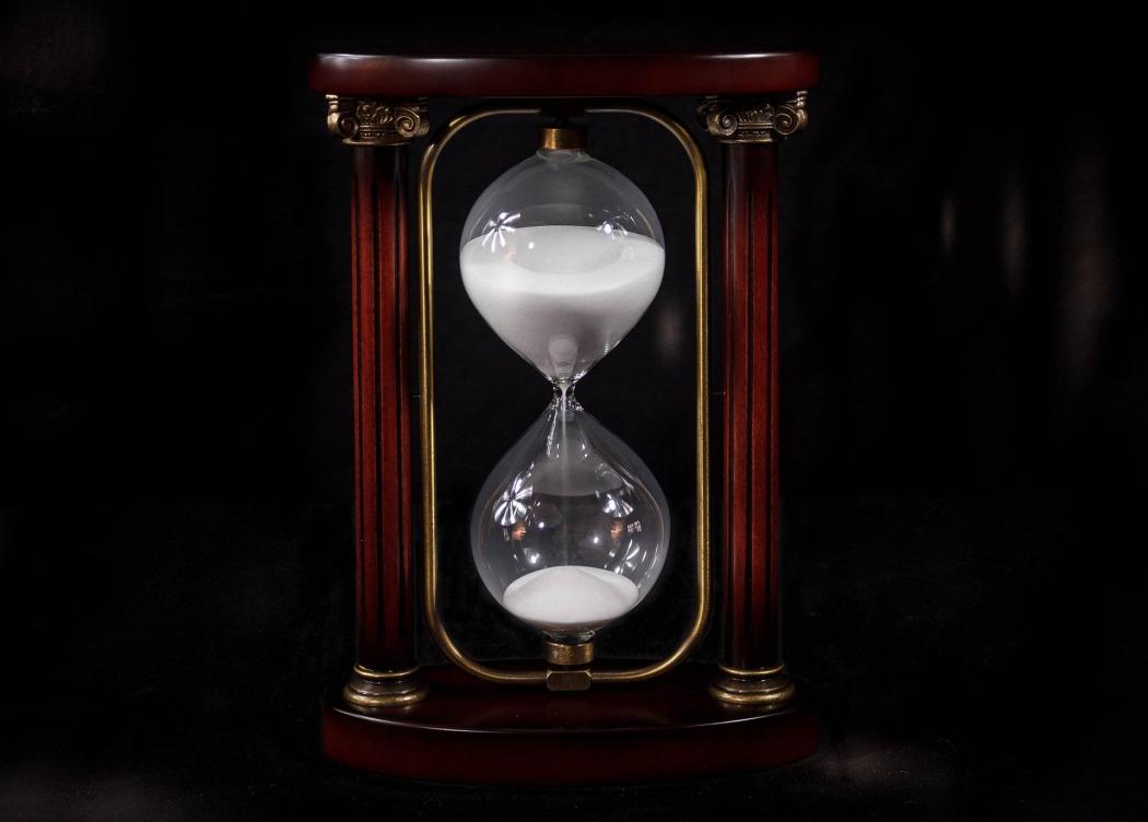 hourglass-695275_1920.jpg